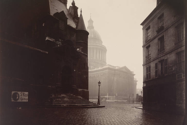 Ruas vazias em Paris, agora e no passado