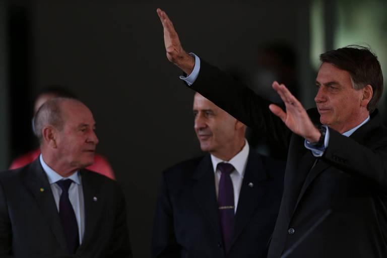 Os generais Azevedo (Defesa) e Ramos (Secretaria de Governo) com Bolsonaro em Brasília