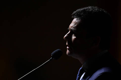 Moro equipara PT e Bolsonaro e acena pela primeira vez a movimentos contrários ao presidente