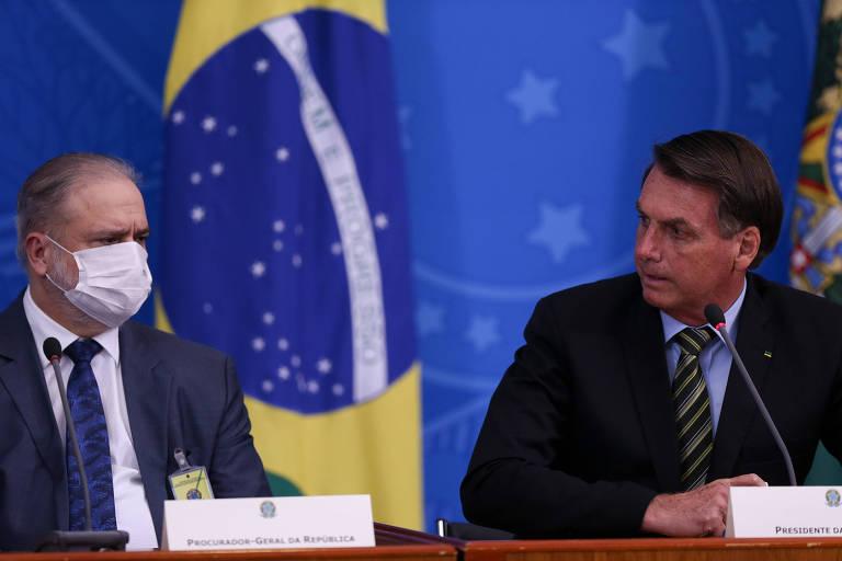 O presidente Jair Bolsonaro participa de pronunciamento ao lado do procurador-geral da República, Augusto Aras, no Palácio do Planalto