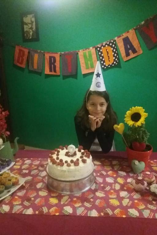 Aniversariantes comemoram em casa devido a pandemia