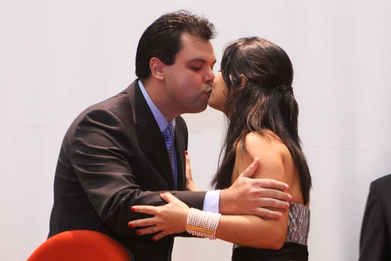 Karen Ichiba com Bruno Covas durante a posse dele como secretário estadual do Meio Ambiente, em 2011