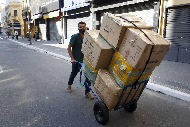 Comerciantes da capital paulista já se preparam para reabertura gradual anunciada pela prefeitura