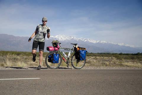 Natalie Corbett é a primeira ciclista trans a pedalar do Alasca à Patagônia