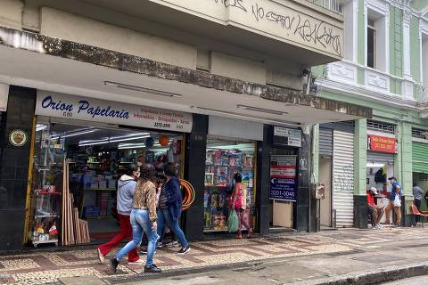 Comércio no centro de Belo Horizonte; capital mineira decidiu frear reabertura gradual após uma semana de flexibilização