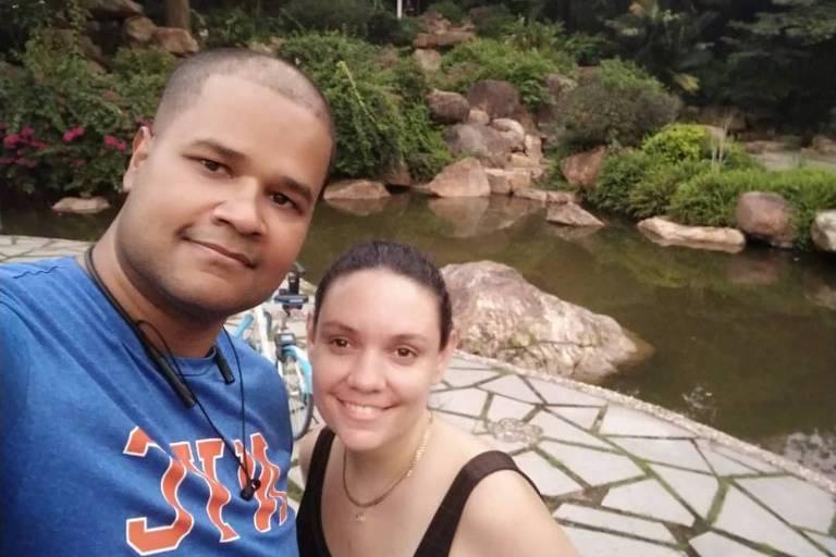 Juliana Gasparini, que mora na China com o marido, Alexandre Rodrigo Souza
