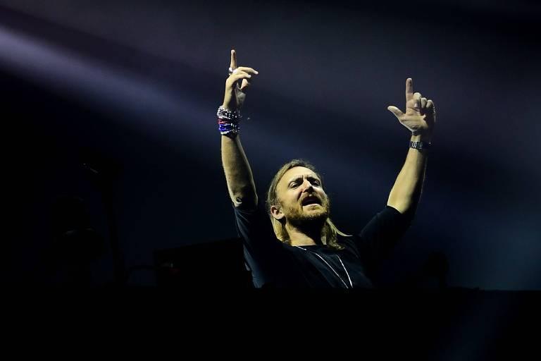 O DJ David Guetta em set no festival húngaro Sziget