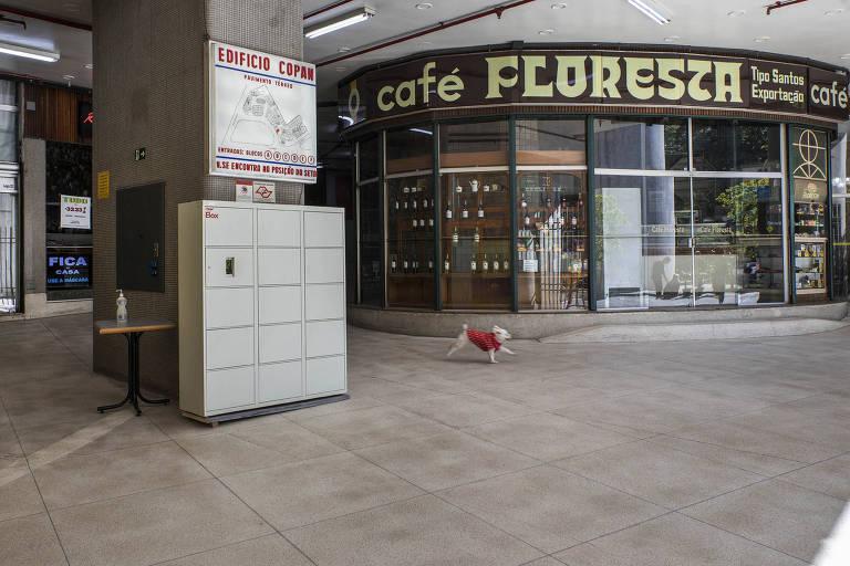 Galeria comercial do Copan têm corredores vazios e lojas fechadas