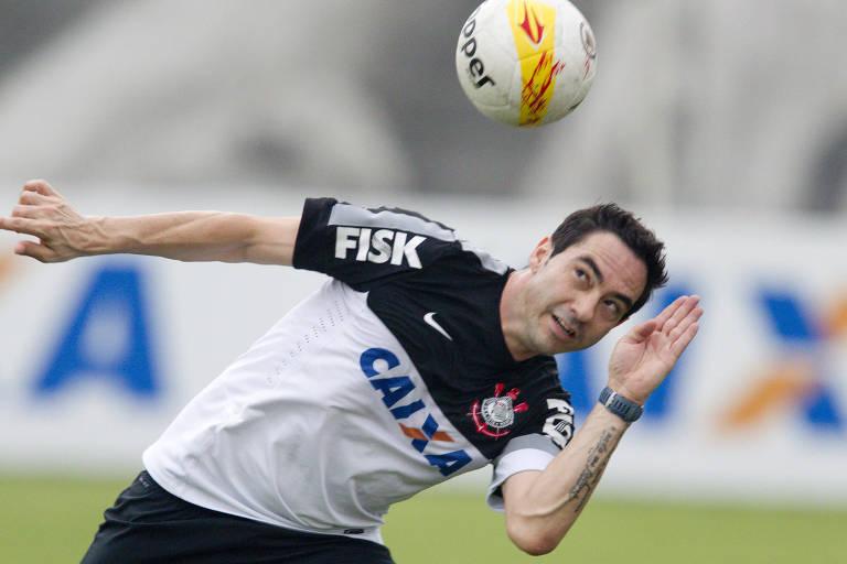 O zagueiro Chicão treina antes da final do Campeonato Paulista de 2013