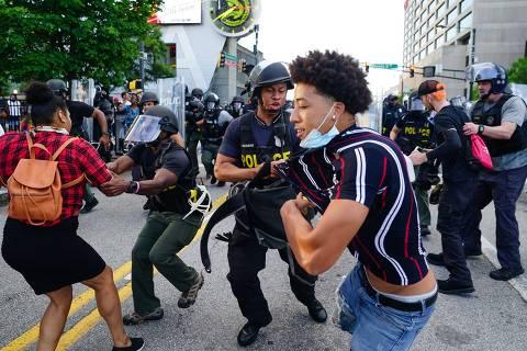 Atos contra racismo ignoram toques de recolher, e EUA veem cenas de barbárie