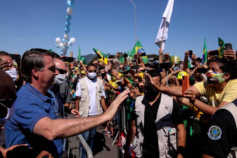 Bolsonaro em manifestação a favor do governo em Brasília, no domingo (31)