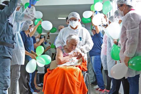 Arminda Santos, 105, que teve alta após ficar 30 dias internada devido à Covid-19