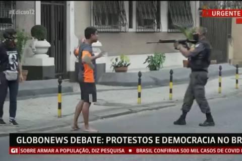 Protesto contra violência policial termina em confusão com polícia no Rio