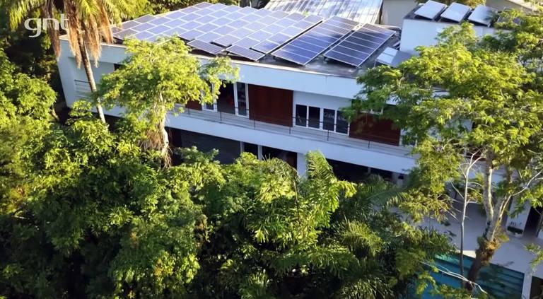 Imagens da casa da jornalista Sônia Brdi