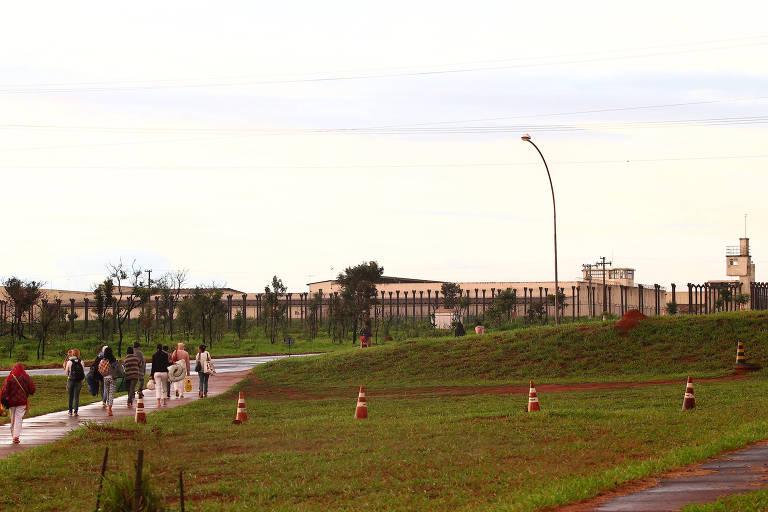 Visitantes na entrada de unidade do complexo da Papuda, em Brasília