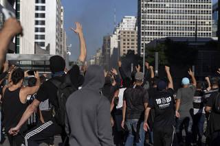 Protesto Somos Democracia Gavioes da Fiel