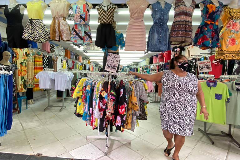 Em dia de reabertura, Manaus tem comércio popular movimentado e shopping vazio