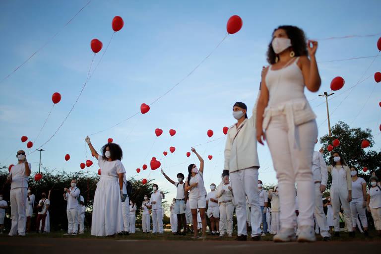 Artistas homenageiam pessoas que morreram por causa do coronavírus; veja fotos de hoje