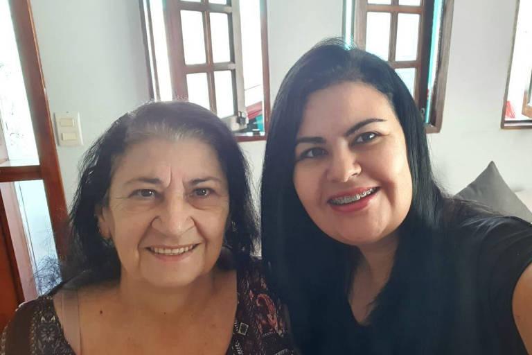 A dona de casa Lídia Bernardino da Silva e a filha Maria Cecília, que se contaminaram e se curaram juntas do novo coronavírus