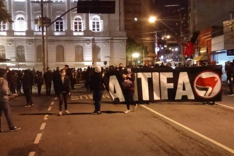 Protesto contra o racismo tem depredação em Curitiba, diz PM