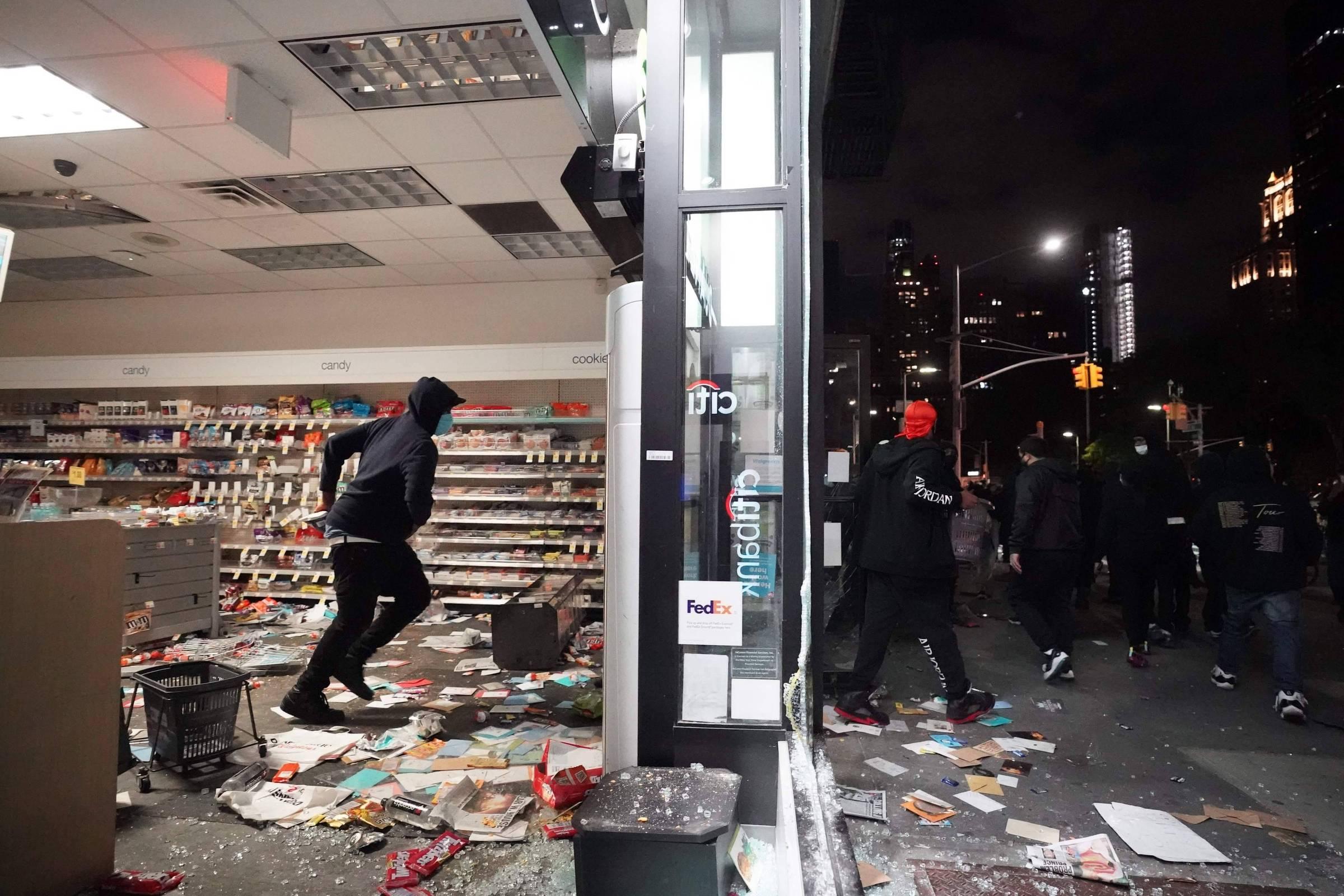 Grupos racistas são acusados de estimular violência em protestos antirracistas