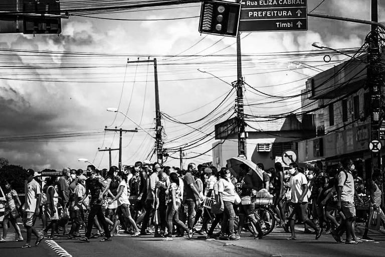 A região metropolitana do Recife, Pernambuco,  registrou aglomerações e grande movimento nas ruas no primeiro dia sem o 'lockdown'