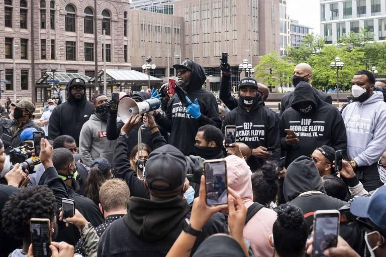 Ex-jogador da NBA e amigo de Floyd, Stephen Jackson discursa em protesto em Minneapolis
