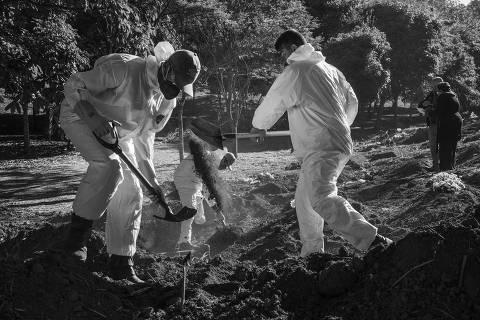 Brasil registra mais de 1.300 mortes por coronavírus em 24 h, novo recorde