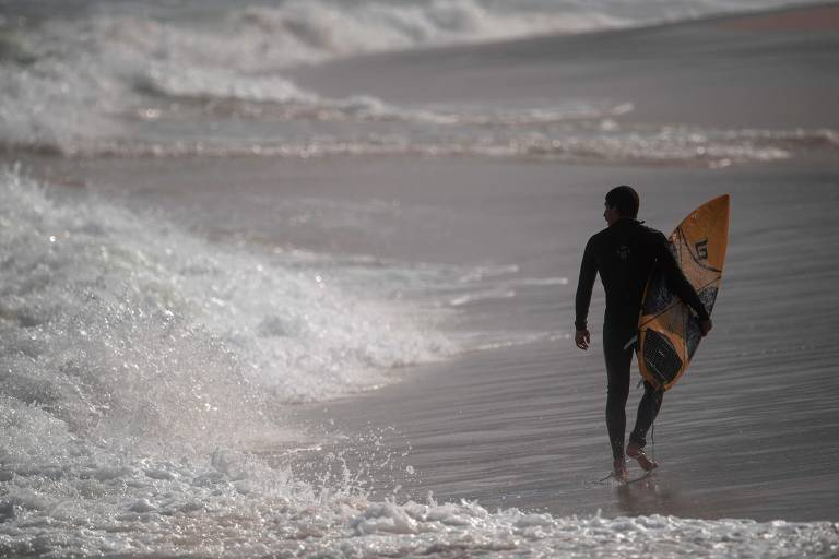 Primeiro dia de desconfinamento no Rio de Janeiro tem mar liberado