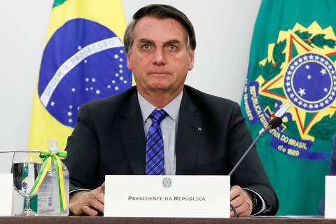 Bolsonaro diz que prorrogação de auxílio emergencial é quase certa e estuda nova carteira Verde e Amarela