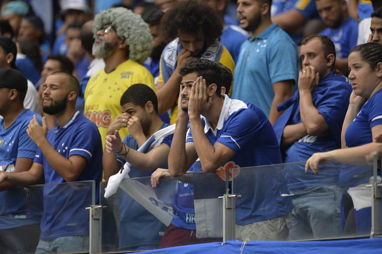 Torcida do Cruzeiro lamenta rebaixamento
