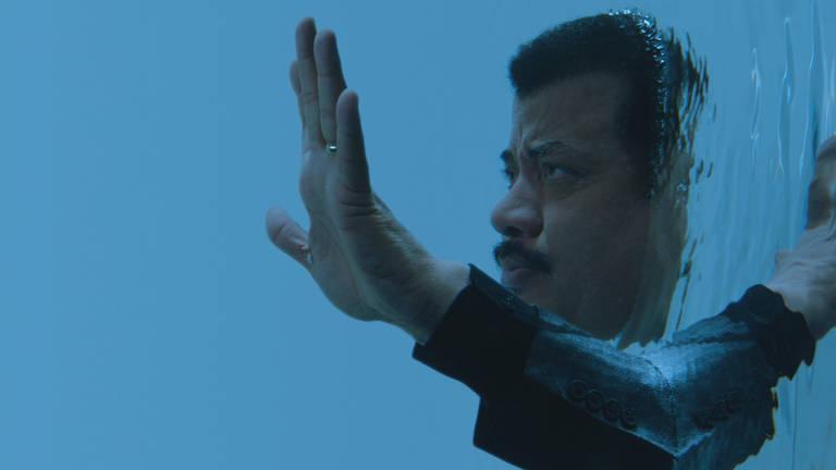 O astrofísico Neil deGrasse Tyson em cena de 'Cosmos - Mundos Possíveis'