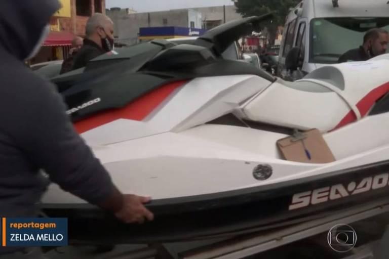 Jet Ski é apreendido durante operação da Polícia Civil contra lavagem de dinheiro em Guarulhos, na Grande São Paulo