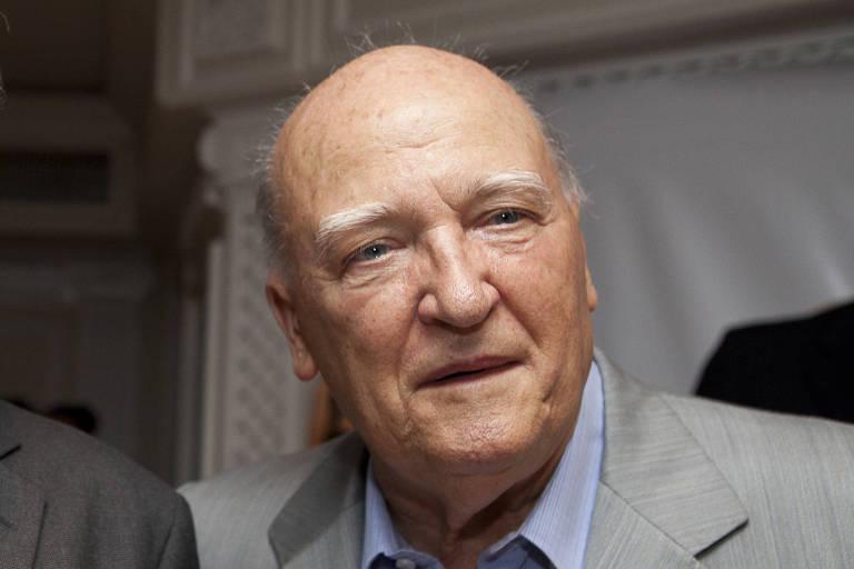 """Mario Tatini durante jantar em homenagem a 30 restaurantes certificados com o selo """"Ospitalità Italiana"""", em 2011"""