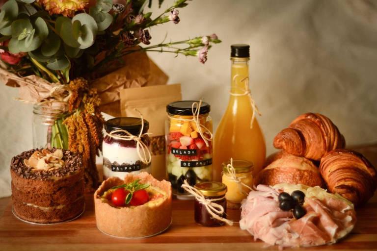 Para o Dia dos Namorados, Café Botânico sugere cestas de brunch ou fondue para os casais finalizarem em casa