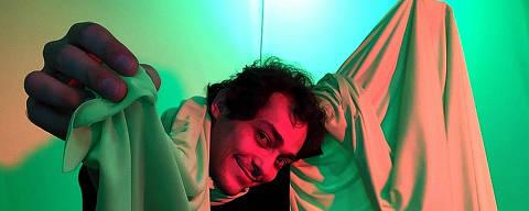 Eduardo Sterblitch em 'Sterblitch não tem um Talk Show: o Talk Show', no Globoplay