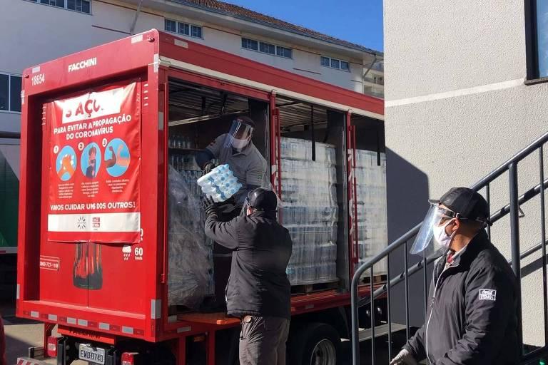 """""""Caravanas da Solidariedade"""" da Coca-Cola já distribuíram 2,4 milhões de unidades de água mineral para hospitais de todo o Brasil"""