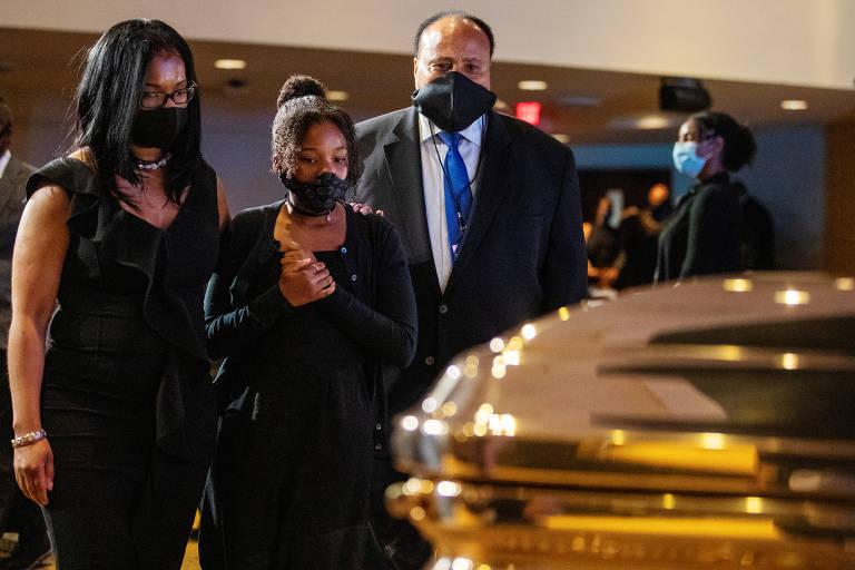 Martin Luther King 3º comparece ao funeral de George Floyd; veja fotos de hoje