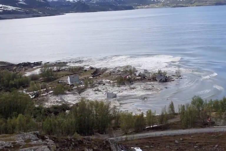 Vídeo mostra 8 casas arrastadas por dramático deslizamento na Noruega