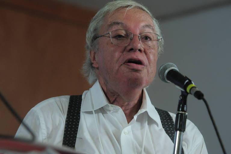 Morre o economista Carlos Lessa aos 83 anos