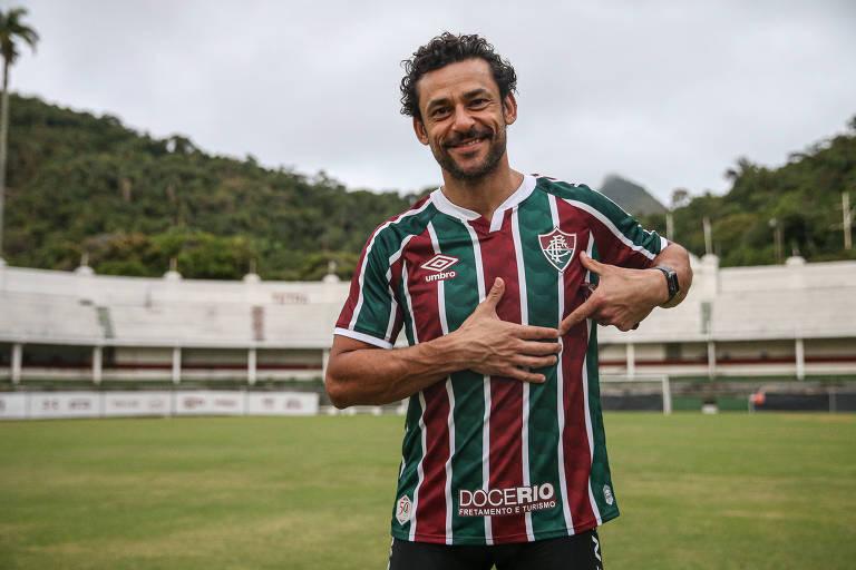 Atacante posou nas Laranjeiras com o novo uniforme do clube
