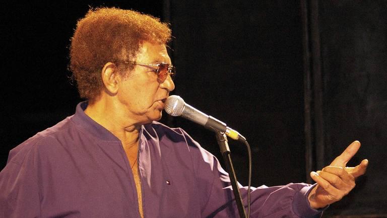 """A imagem mostra o cantor e compositor Reginaldo Rossi, morto em 2013, aos 69 anos,  conhecido como """"rei do Brega"""", em foto produzida no dia 7 de março de 2008"""
