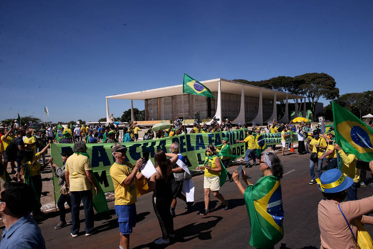 Manifestação em apoio ao governo do presidente Jair Bolsonaro ao redor do STF