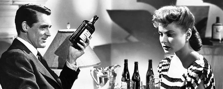 Cary Grant e Ingrid Bergman em cena de 'Interlúdio', de Alfred Hitchcock, tema da coleção Grandes Diretores