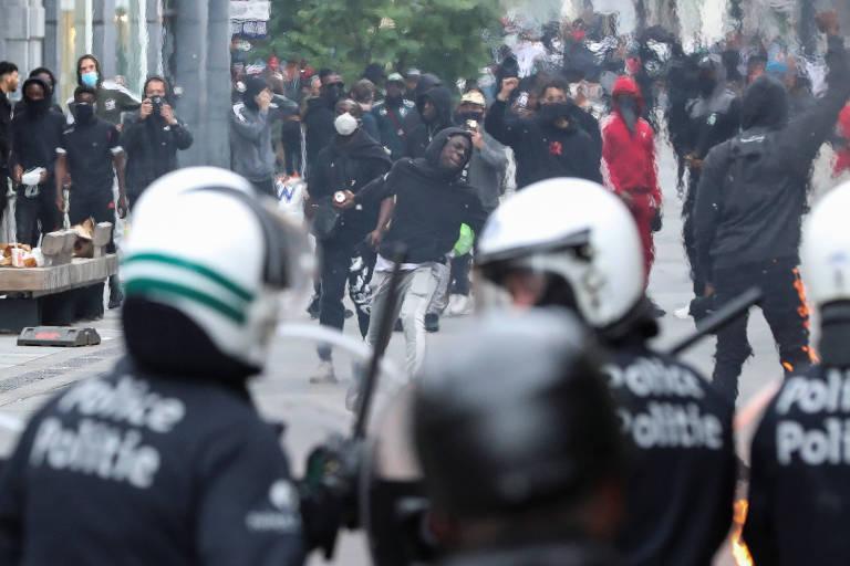 confronto entre policiais e manifestantes