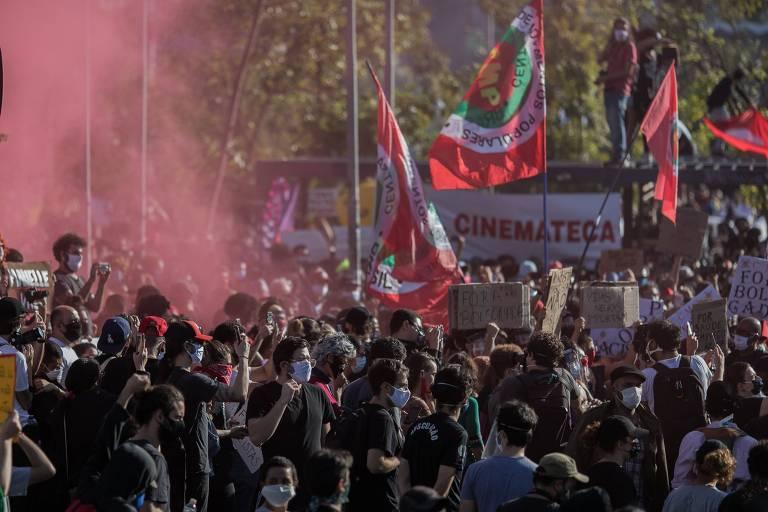 Multidão no ato em no Largo da Batata.