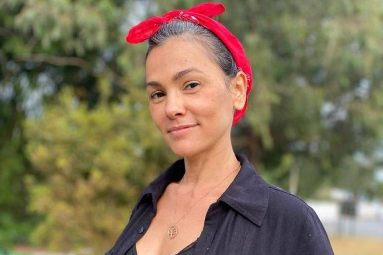 Suzana Alves, ex-Tiazinha, assume fios brancos