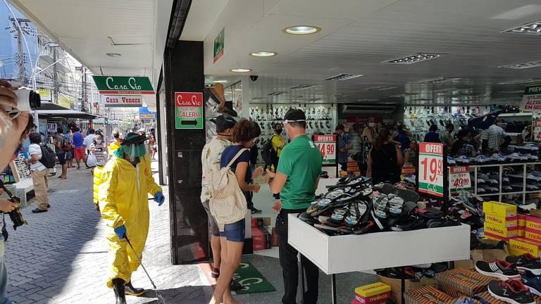 Lojas reabrem em Fortaleza
