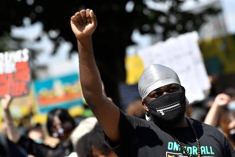 Manifestantes protestam contra o racismo em Antuérpia, na Bélgica