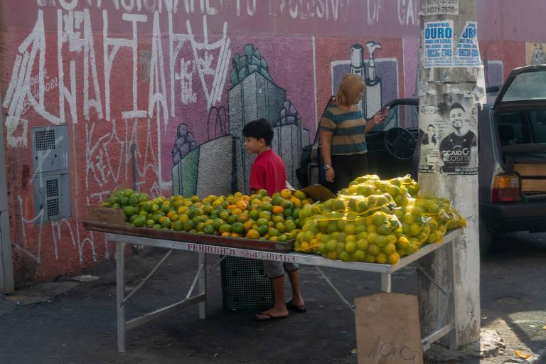 Moradores da periferia de SP contam como pagam as contas com auxílio emergencial